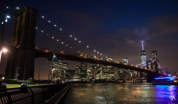 Skyline von New York mit Brooklyn Bridge