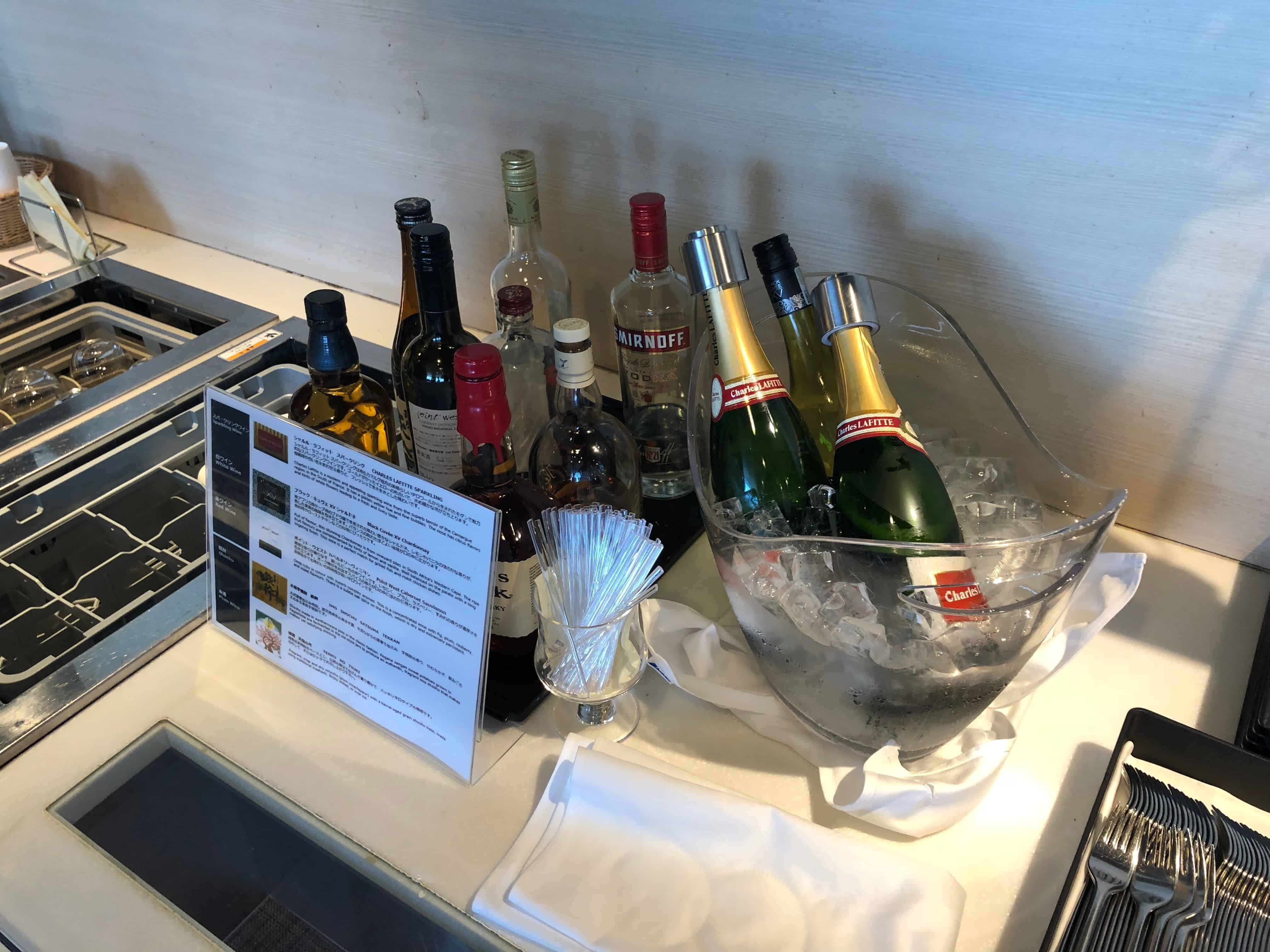 ANA Economy Bewertung Lounge Alkoholika