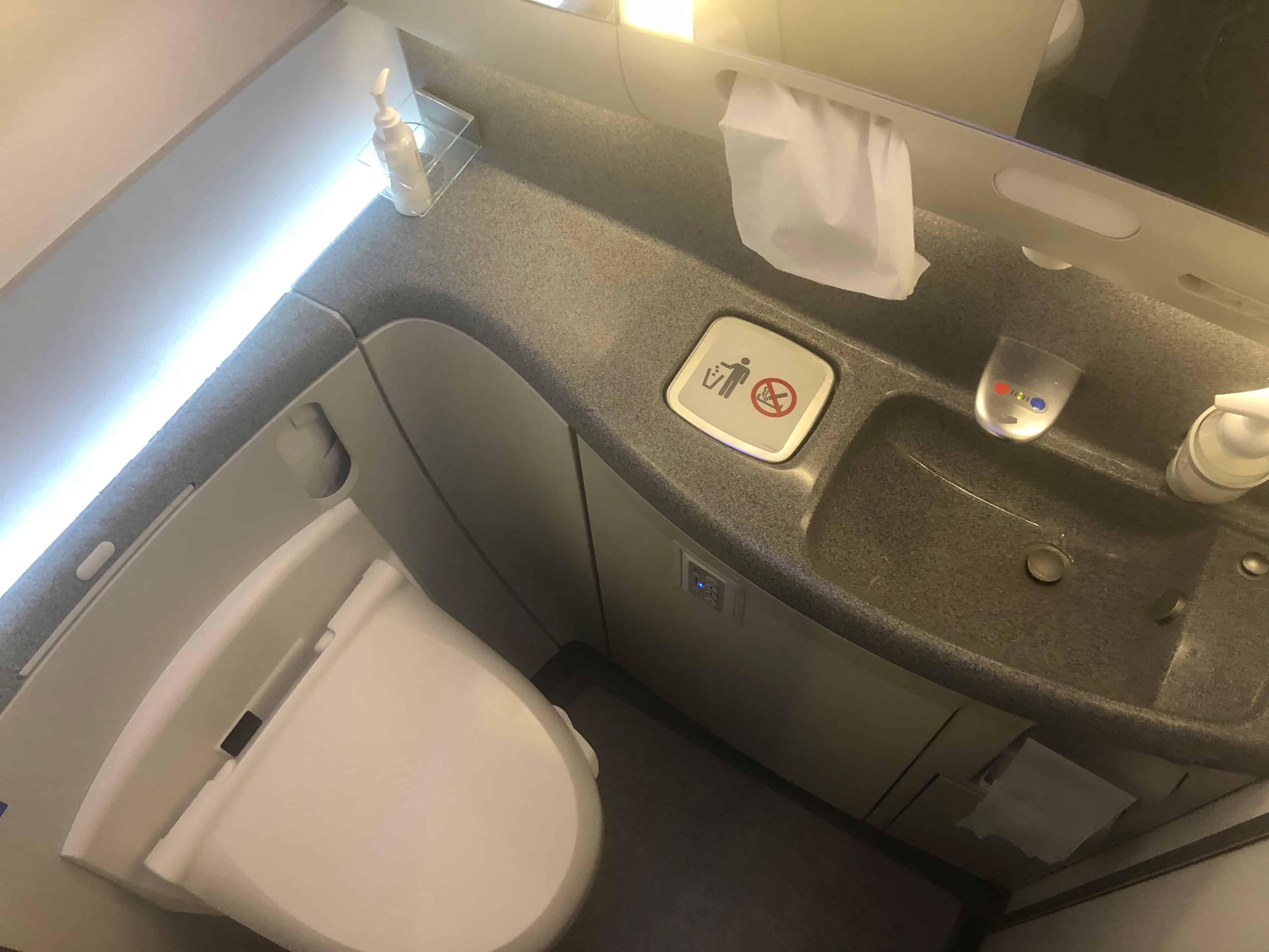ANA Economy Bewertung WC