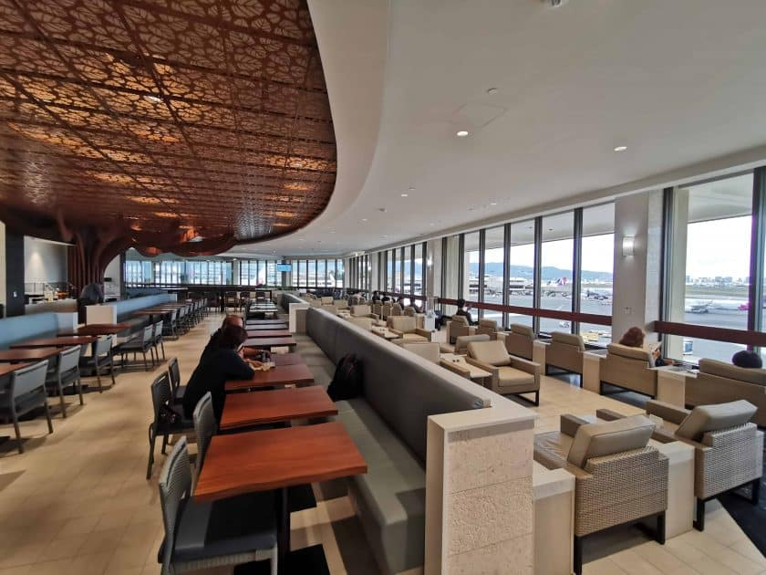 ANA Lounge HNL Sitze leer 2