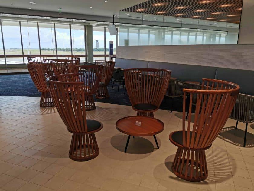 ANA Lounge HNL Sitze rund