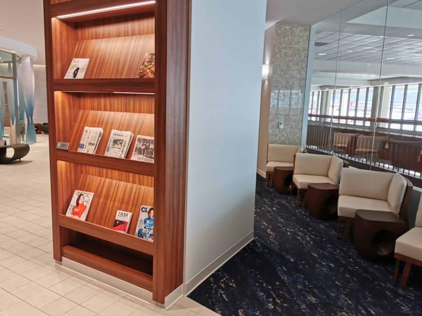 ANA Lounge HNL Zeitungen