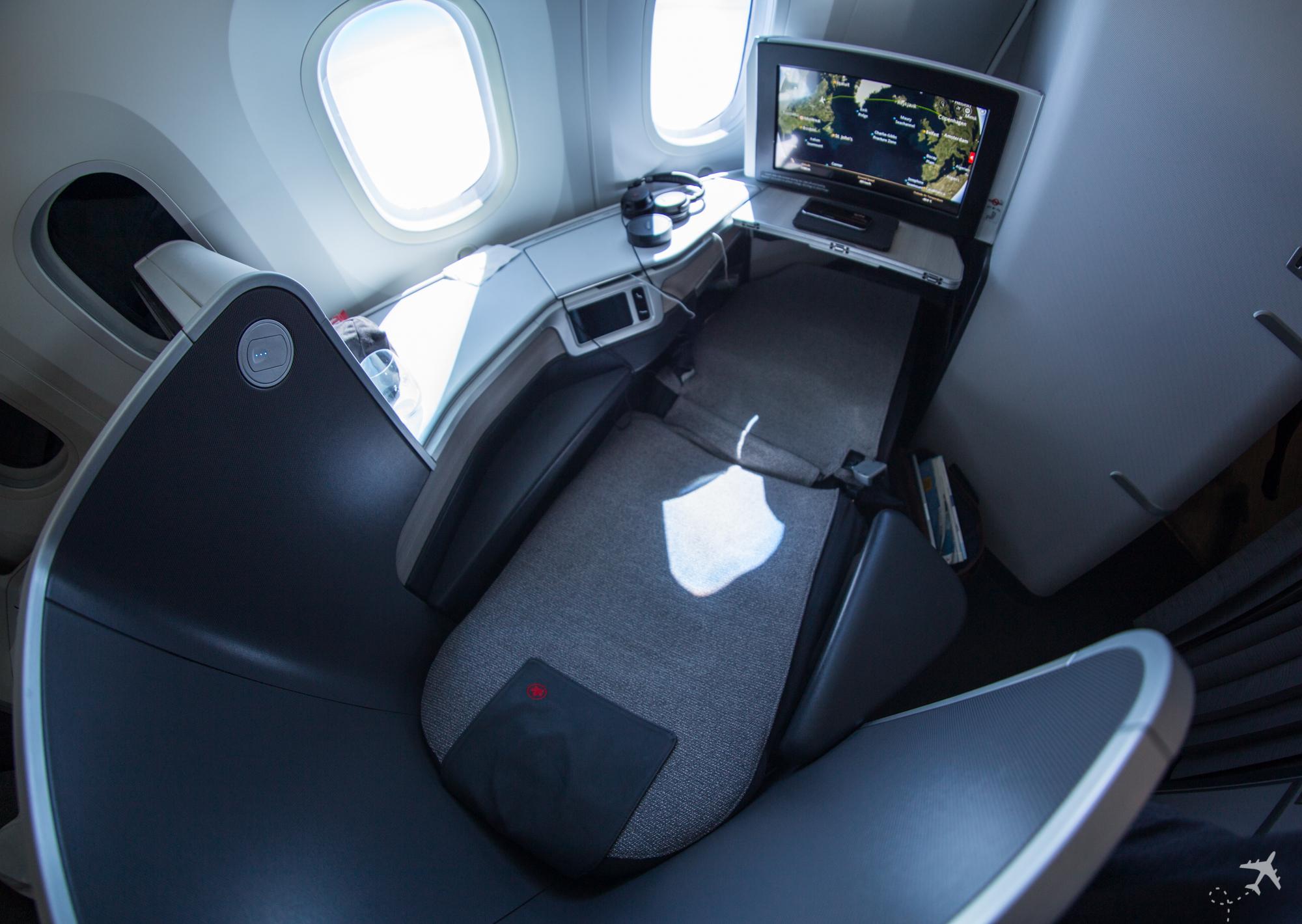 Air Canada Boeing 787-9 Business Class Lie-flat top
