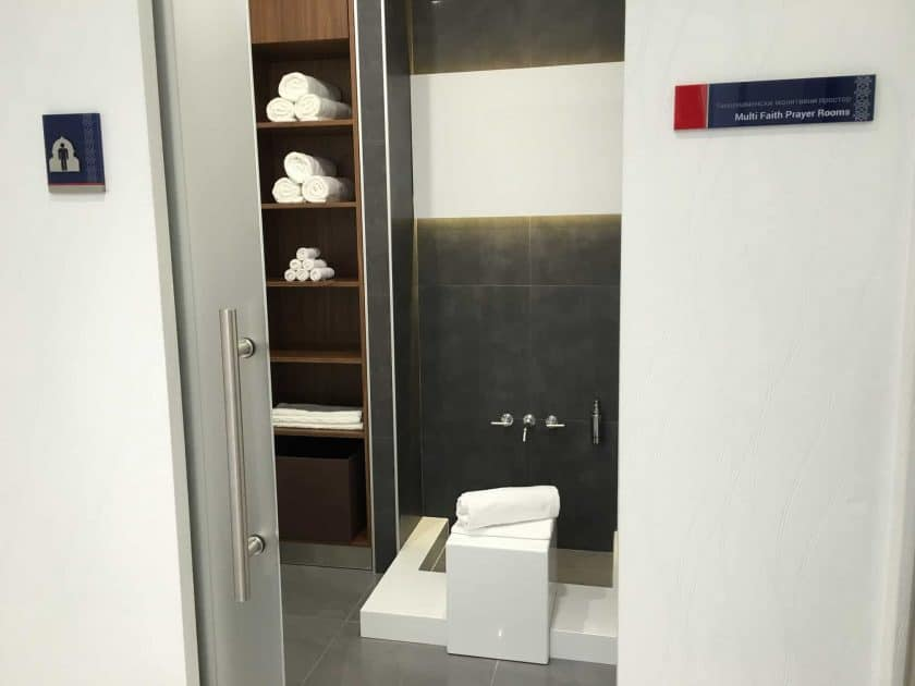 Air Serbia Lounge Dusche