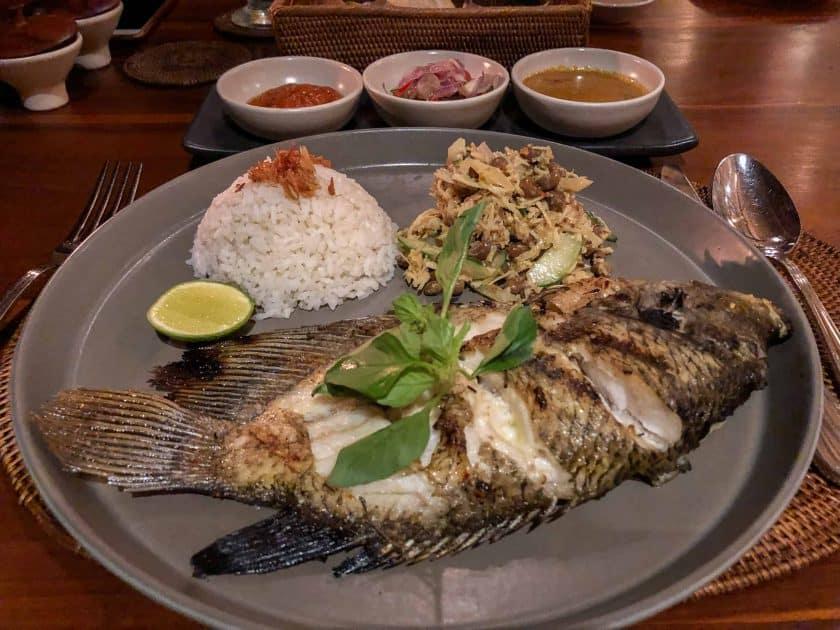Alila Manggis Hotel Bali Abendessen Fisch