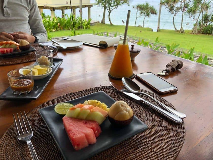 Alila Manggis Hotel Bali Fruehstueck Obst