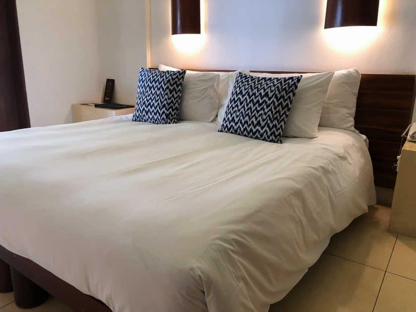 Alila Manggis Hotel Bali Zimmer Bett 1