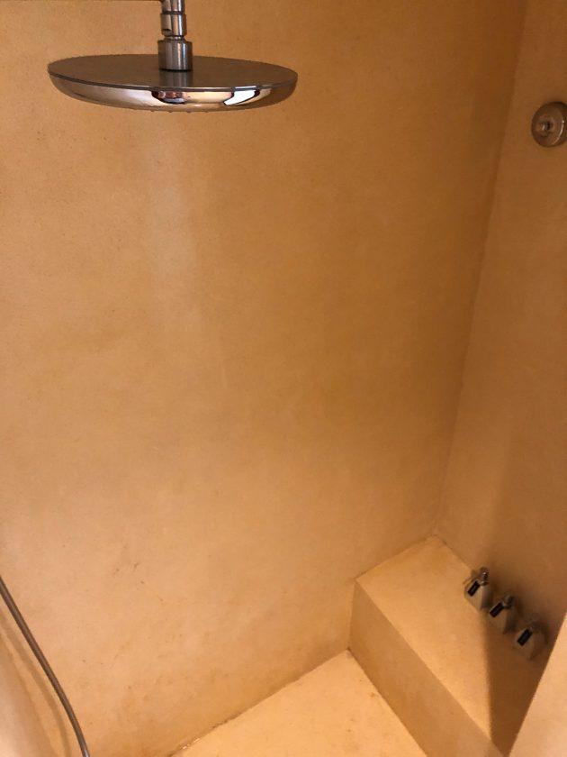 Alila Manggis Hotel Bali Zimmer Dusche