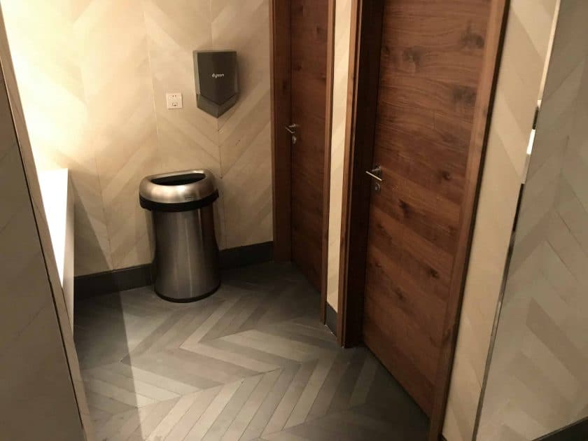 AmEx Lounge HKG Review Toilette 2