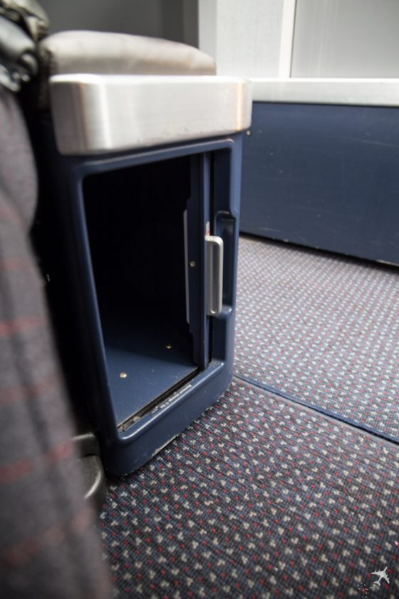 American Airlines Business Class Stauraum