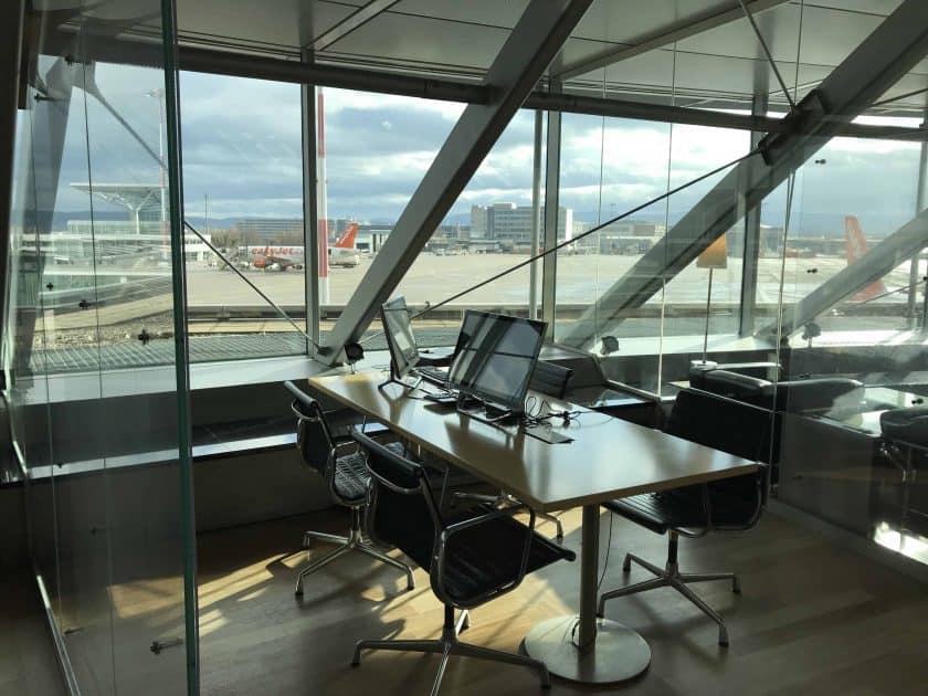 Bewertung Basel EuroAirport Skyview Lounge Arbeitsplaetze