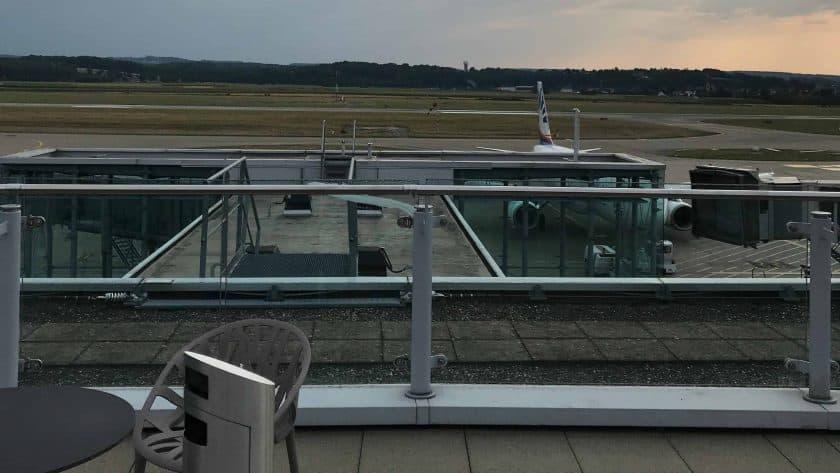 Bewertung Basel EuroAirport Skyview Lounge Aussicht Terrasse