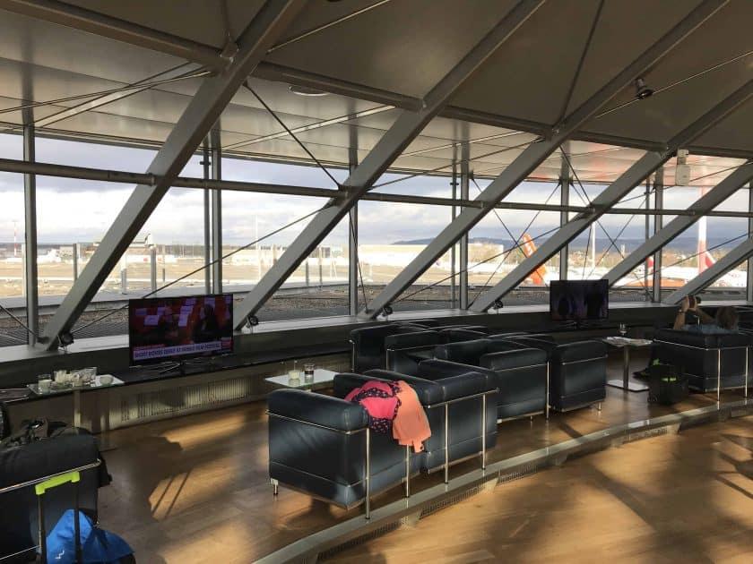 Bewertung Basel EuroAirport Skyview Lounge Aussicht aufs Rollfeld