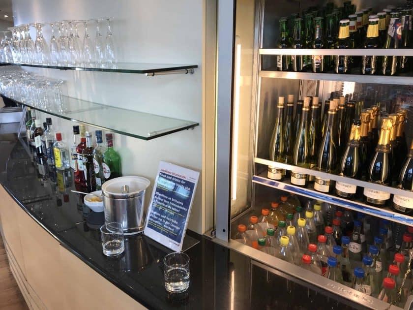 Bewertung Basel EuroAirport Skyview Lounge Getraenkeauswahl