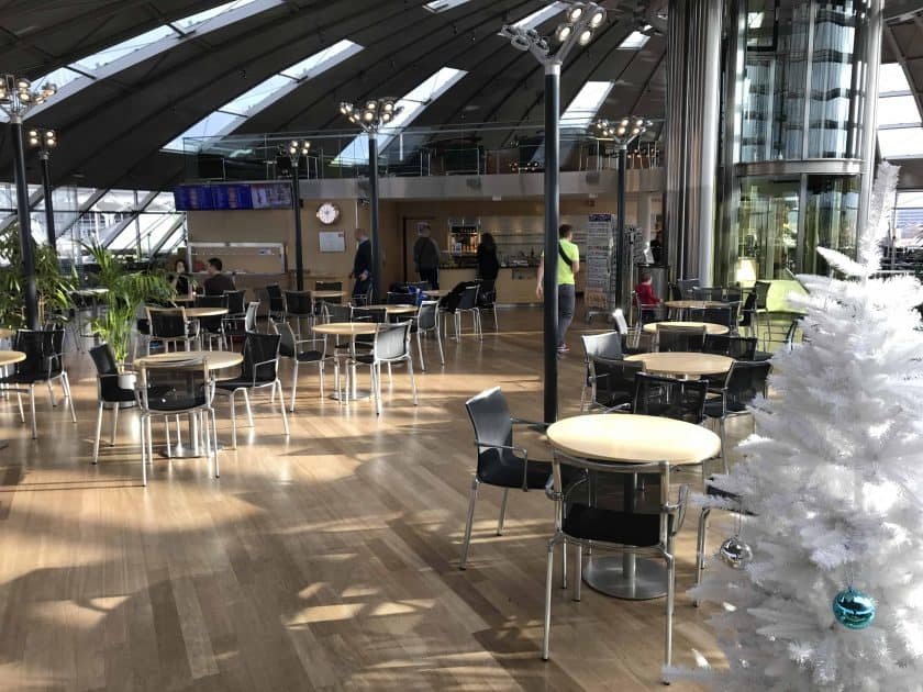 Bewertung Basel EuroAirport Skyview Lounge Obere Etage Haupt Sitz Bereich