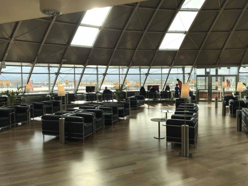 Bewertung Basel EuroAirport Skyview Lounge Sitzgelegenheiten