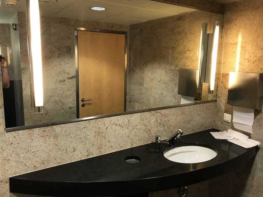 Bewertung Basel EuroAirport Skyview Lounge Toiletten 2