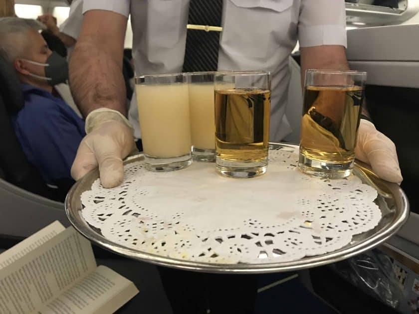 Bewertung EgyptAir Business Class A330 BKK CAI Begruessungsgetraenk