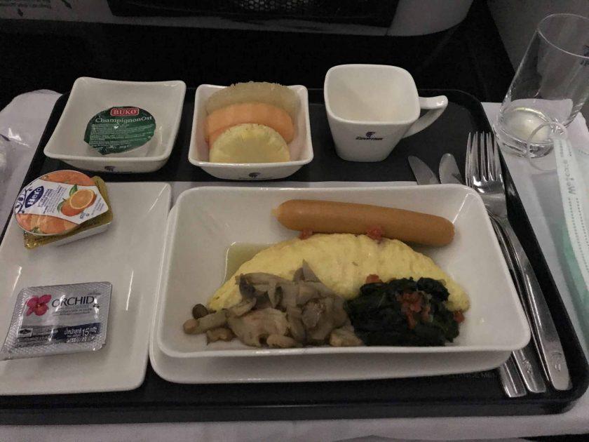 Bewertung EgyptAir Business Class A330 BKK CAI Essen Frühstück