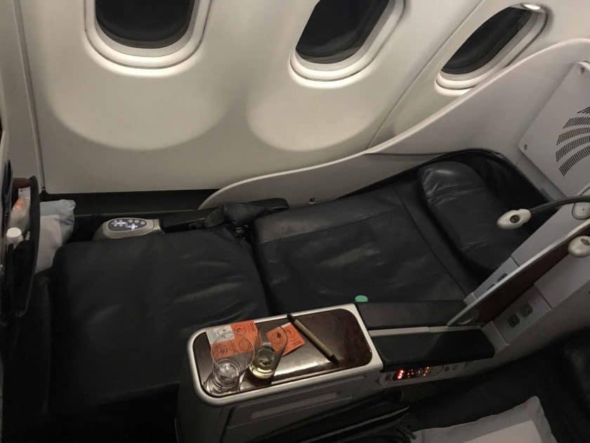 Bewertung EgyptAir Business Class A330 BKK CAI Sitz als fast flaches Bett