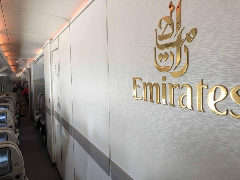 Bewertung Emirates Economy Emirates Logo