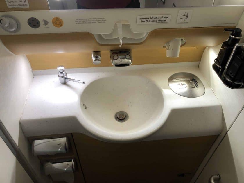 Bewertung Emirates Economy WC Waschbecken
