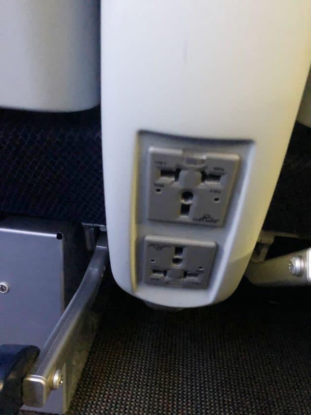 British Airways Prem Eco Bewertung Steckdosen