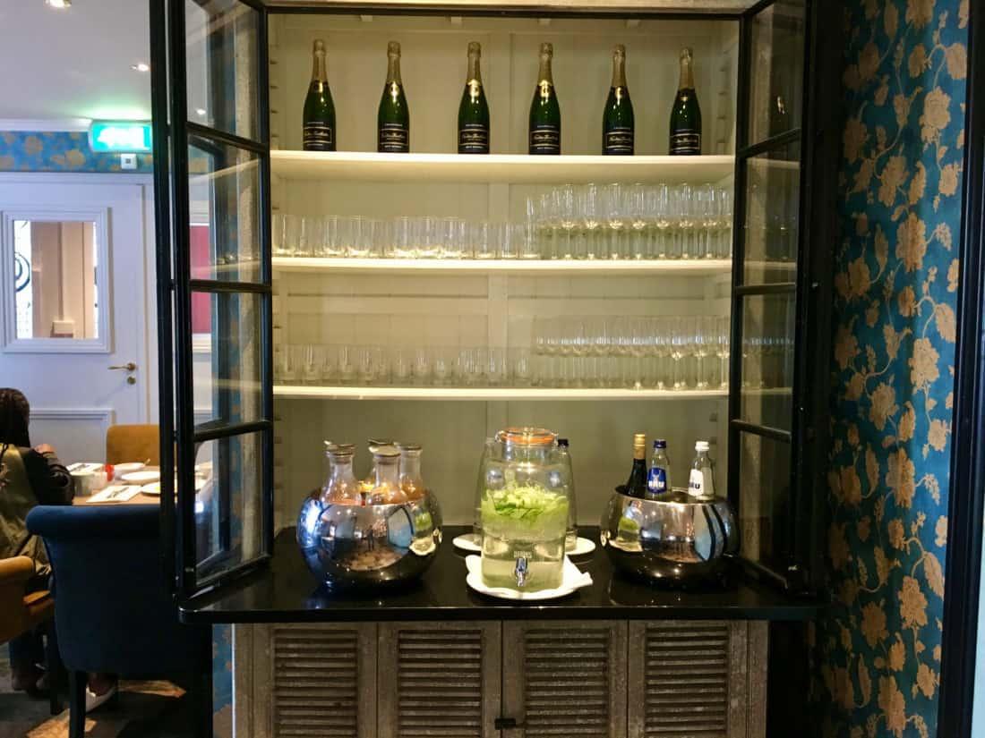 Carlton Ambassador Boutique Hotel Fruehstueck Sekt