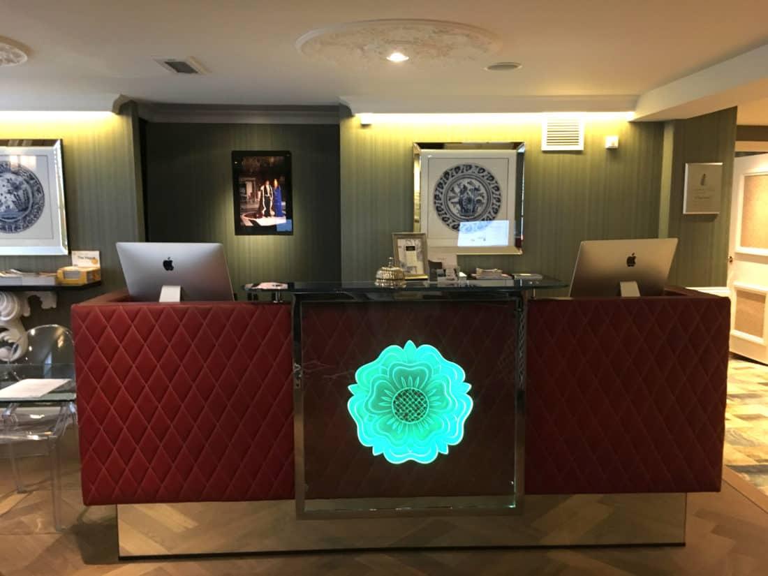 Carlton Ambassador Boutique Hotel Rezeption