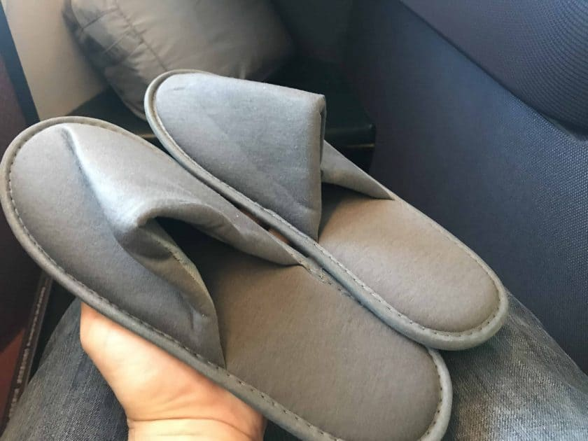 Cathay Pacific Review FRA HKG C Amenity Kit Schlappen