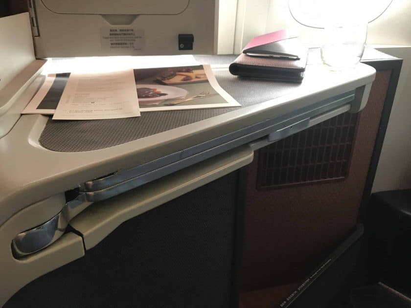 Cathay Pacific Review FRA HKG C Sitz Tray Table