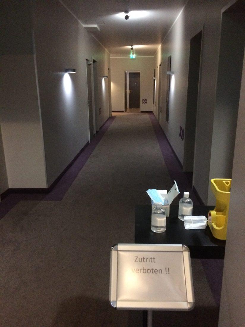 Corona Hotel Flur 2