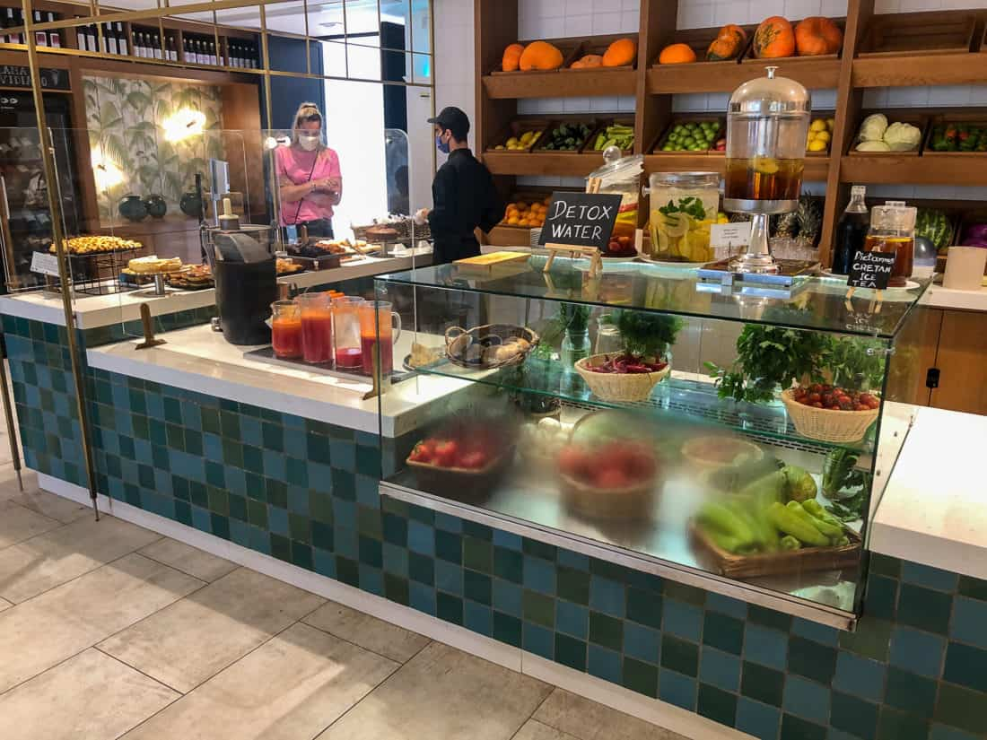 Cretan Malia Park Resort Fruehstueckbuffet Saft