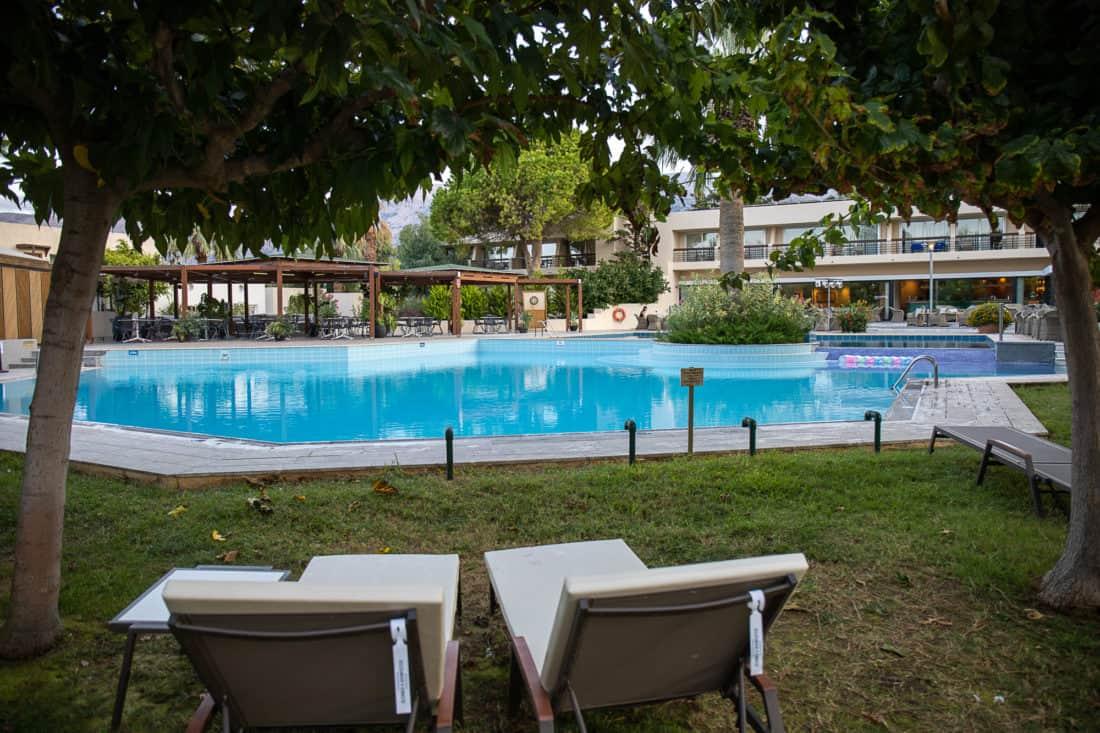 Cretan Malia Park Resort Pool Liegen