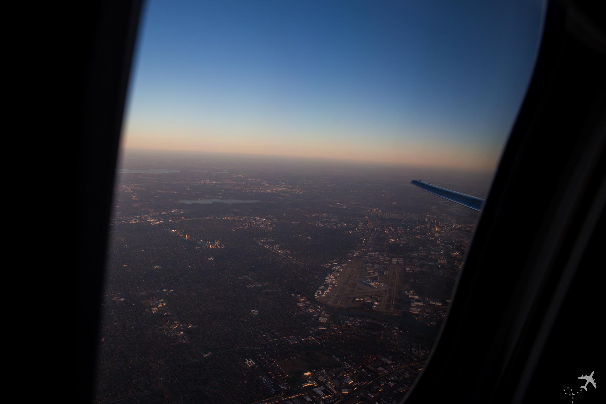 Man konnte das Seitenleitwerk der MD-80 aus dem Fenster sehen