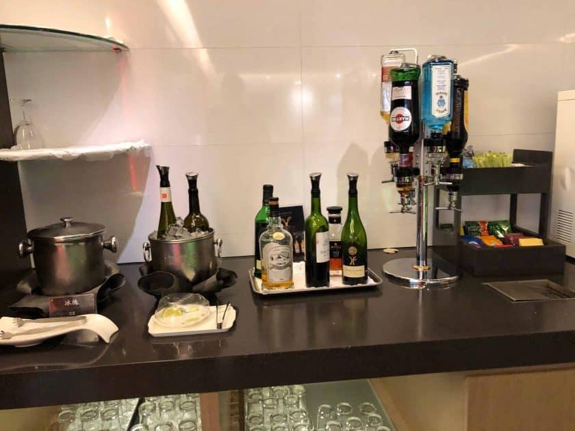 EVA Air Bewertung Lounge Alkohol