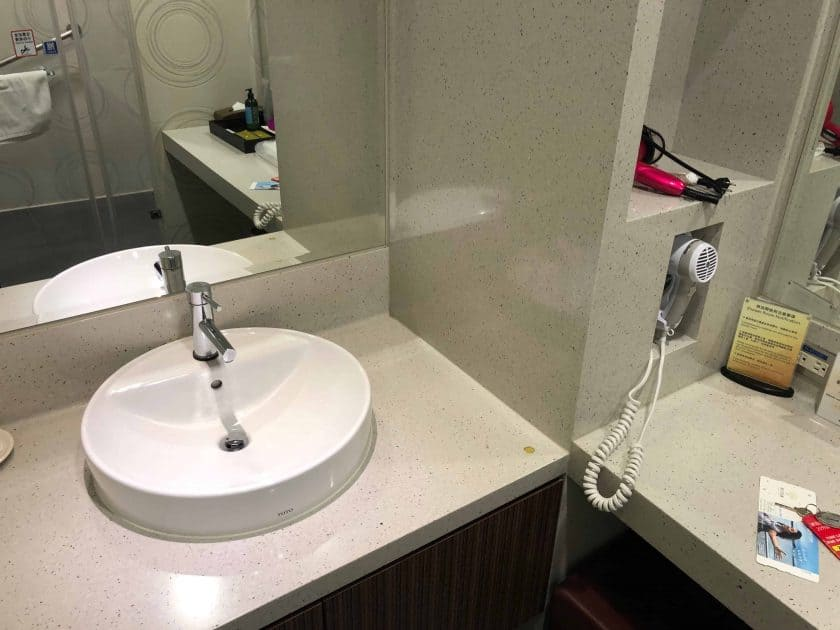 EVA Air Bewertung Lounge Dusche 1
