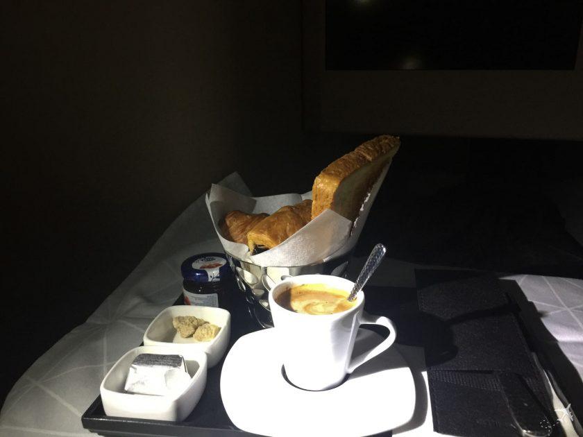 Etihad Airways Business Class Boeing 777 Frühstück