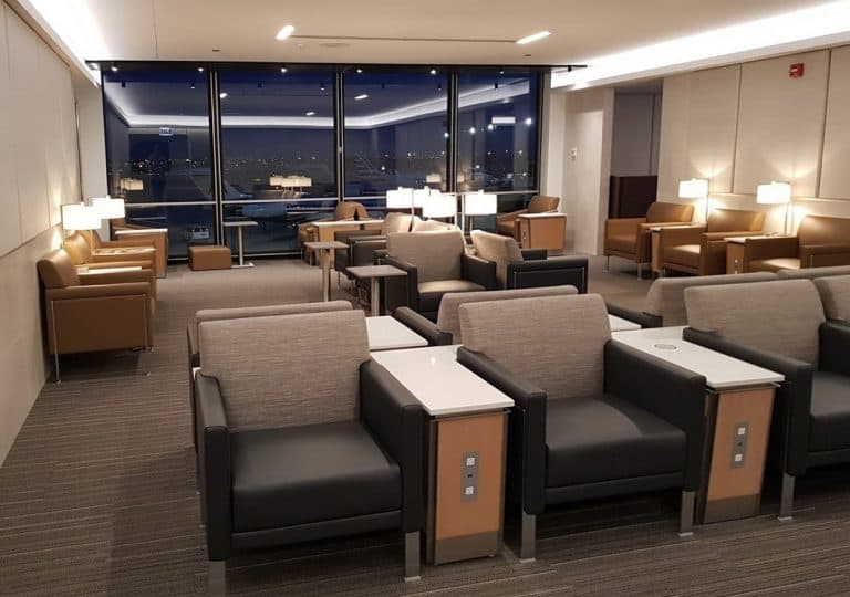 Flagship Lounge ORD Sitzplaetze 2