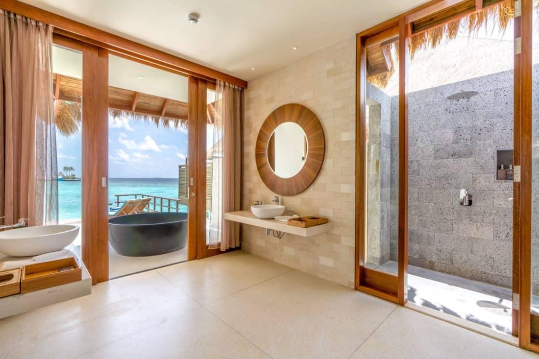 Furaveri Island Resort Spa Ocean Villa Badezimmer