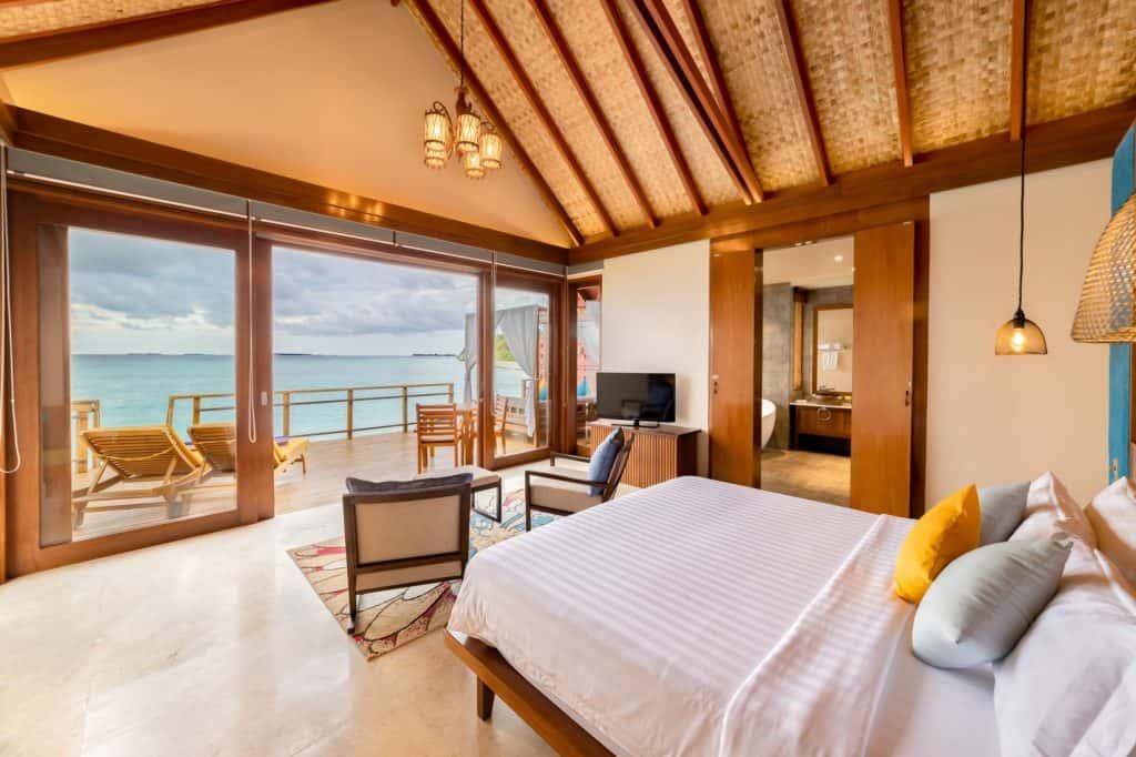 Furaveri Island Resort Spa Water Villa Schlafzimmer