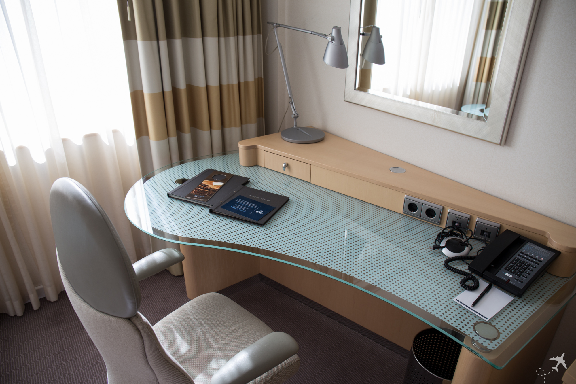 Hilton Düsseldorf Schreibtisch