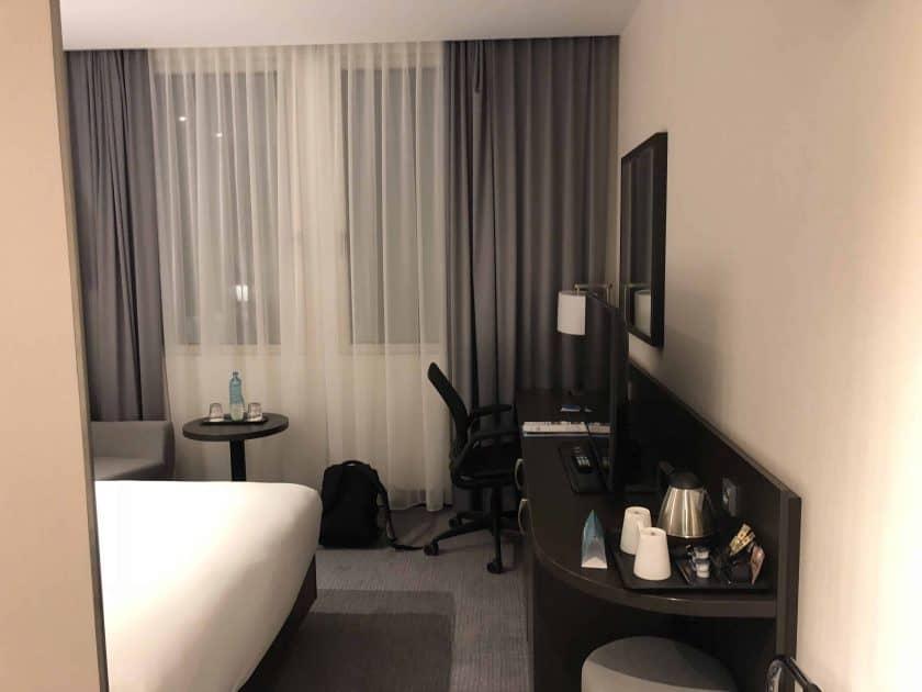 Hilton Garden Inn Frankfurt Zimmer