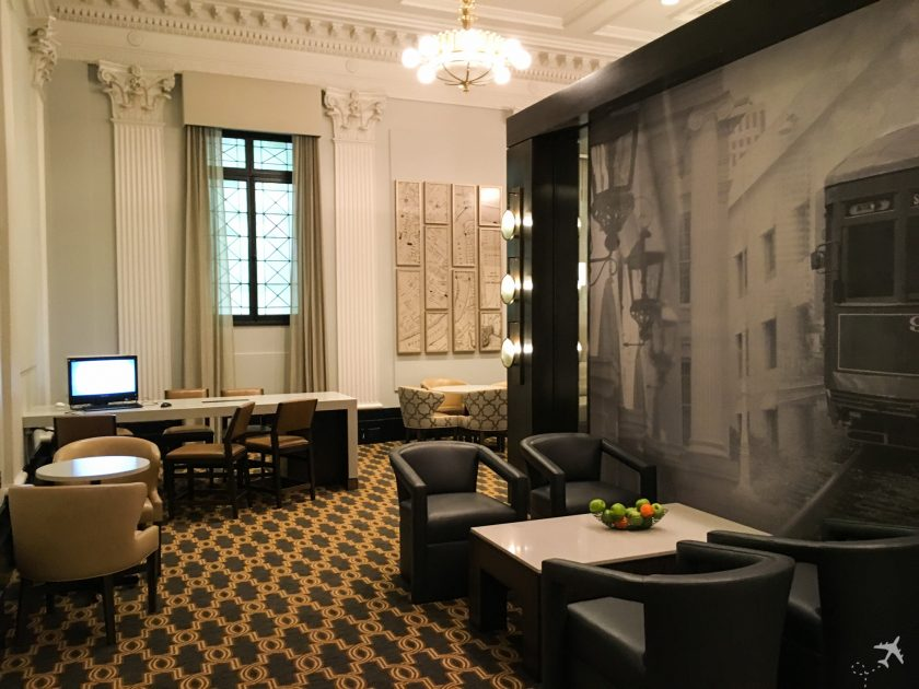 Hilton New Orleans St. Charles Avenue Lounge