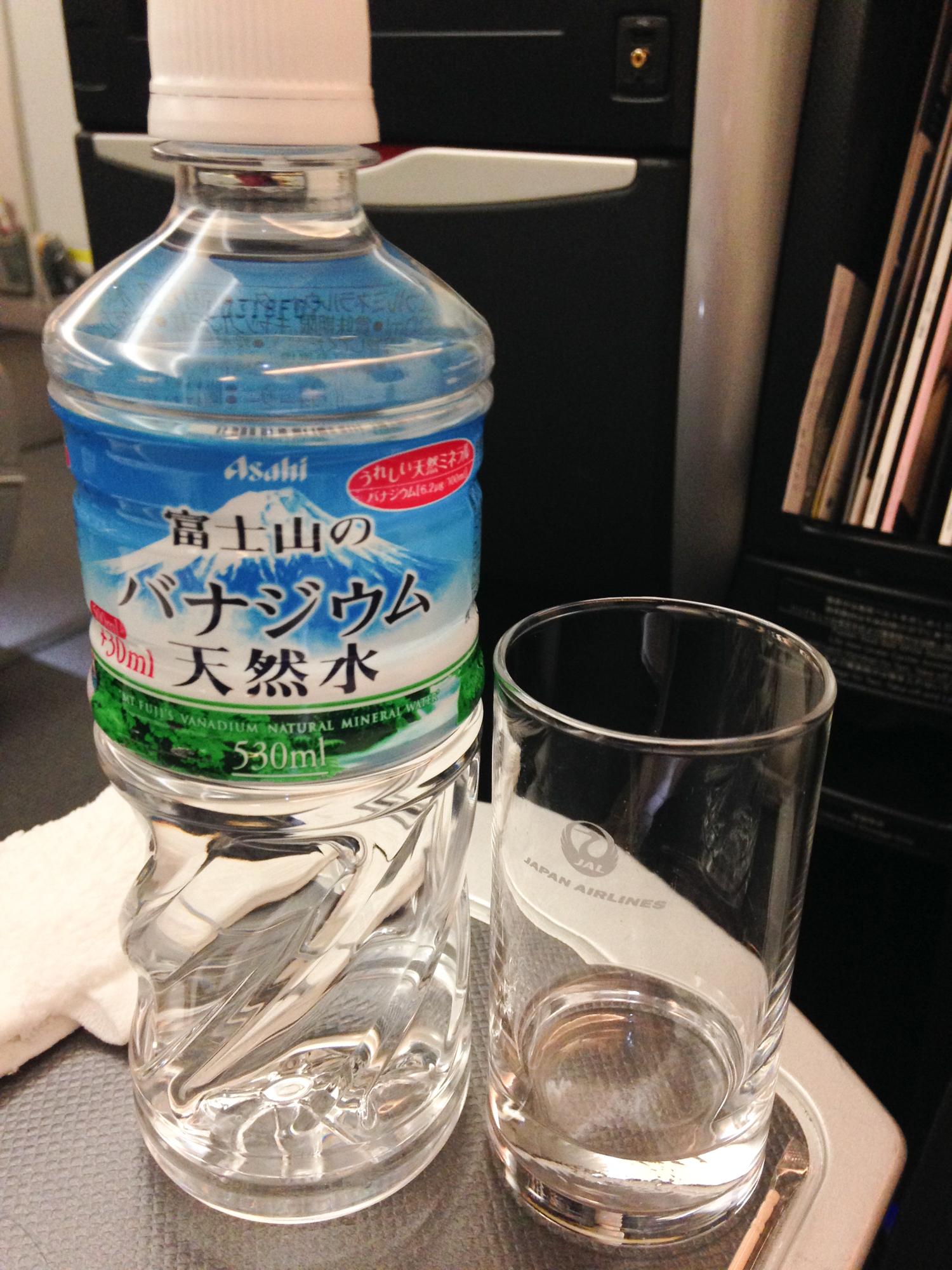 JAL Business Class Wasser