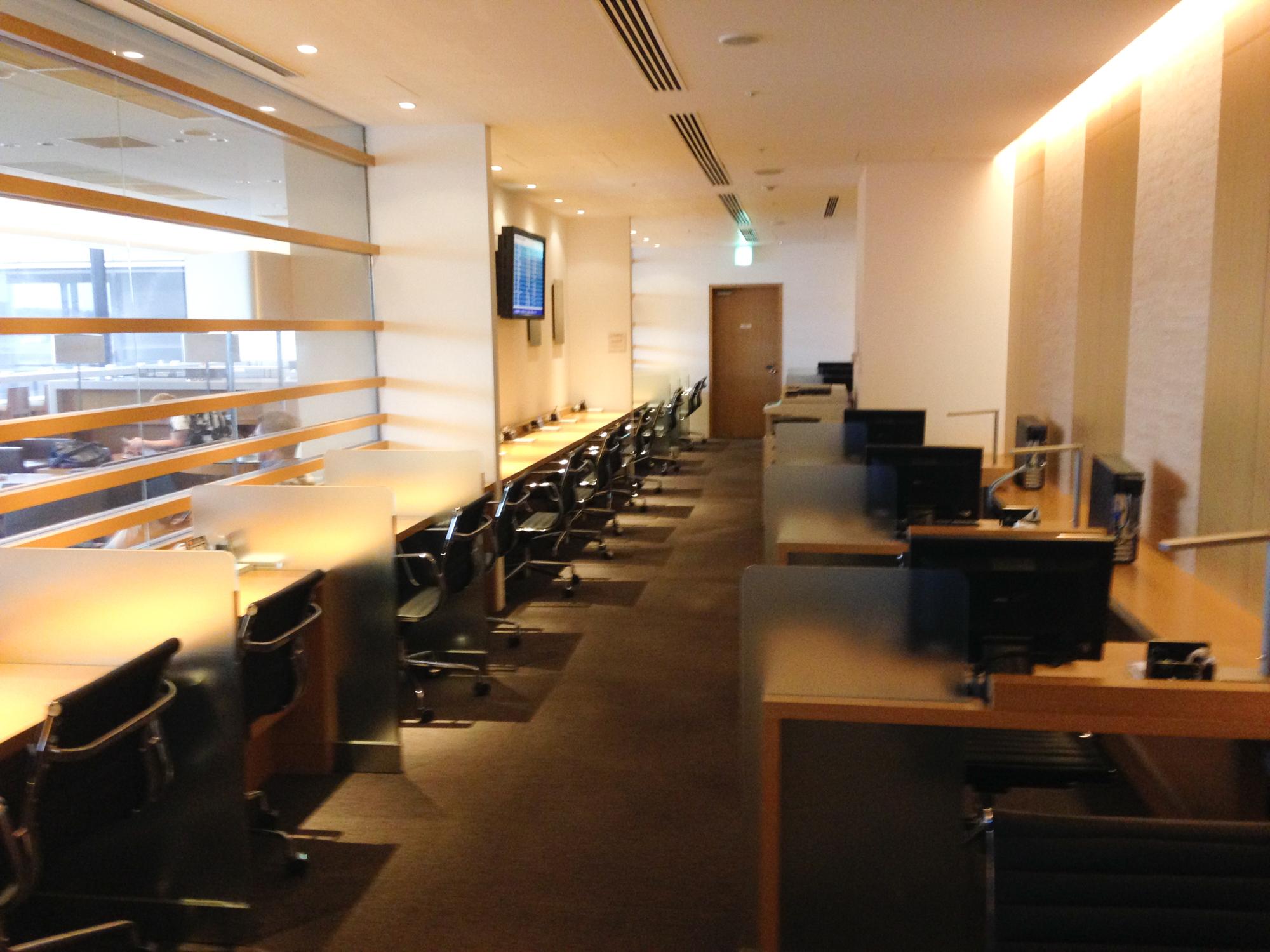 JAL Narita Sakura Lounge Arbeitsplätze