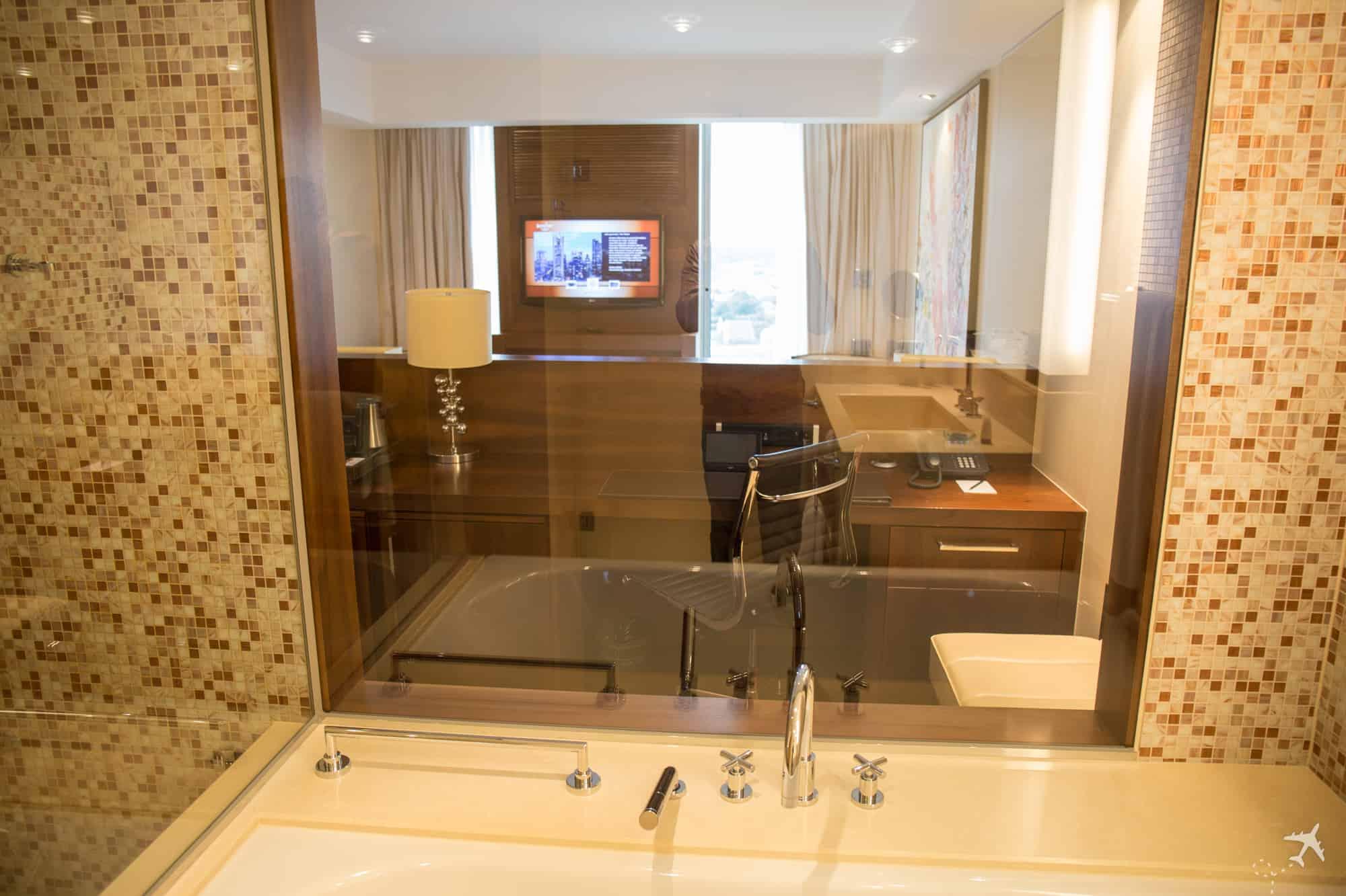Jumeirah Hotel Frankfurt Blick Bad