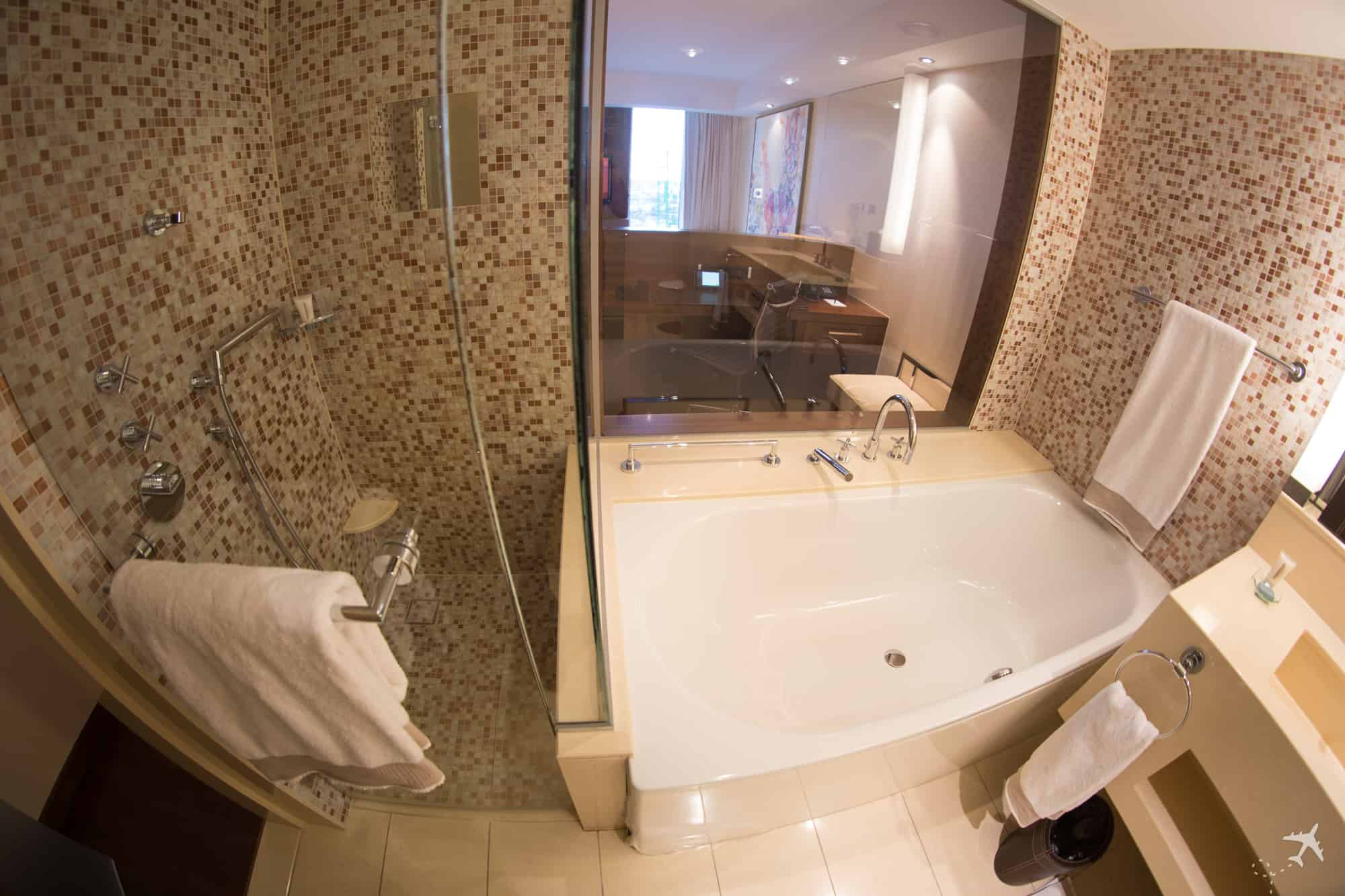 Jumeirah Hotel Frankfurt Dusche Badewanne