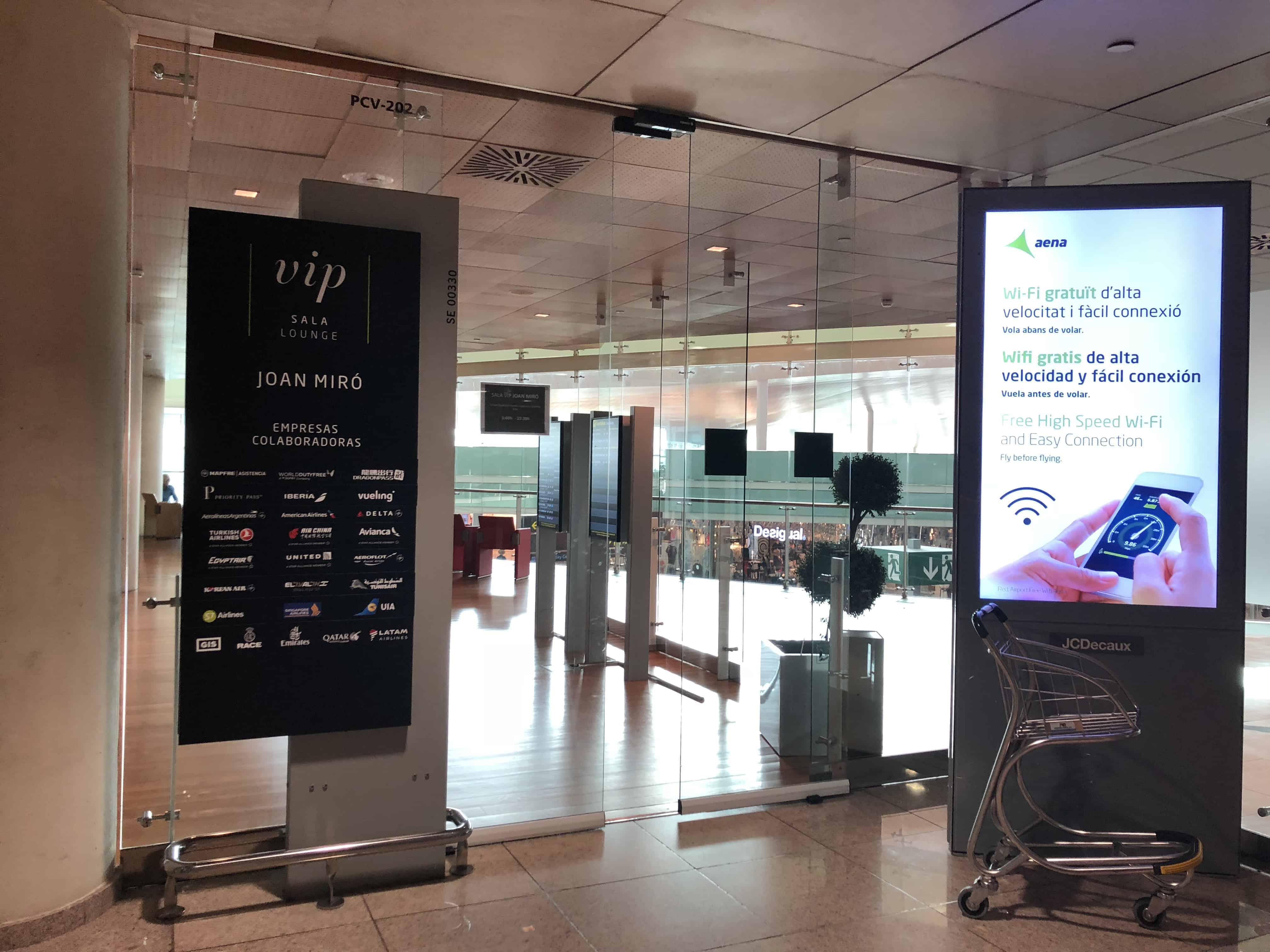 Der Eingang zur Miro Lounge am Flughafen Barcelona El-Prat