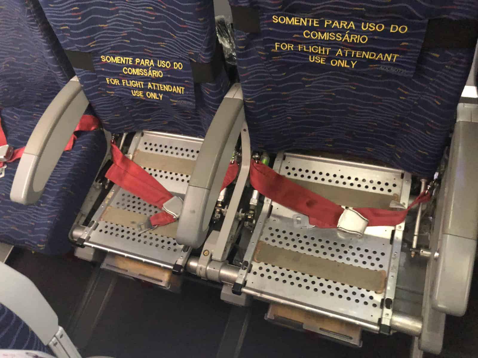 Defekte Economy-Sitze in einem LATAM Airbus A321.